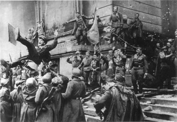 Победная «вечеринка» 9мая: чем советские военачальники поразили американцев
