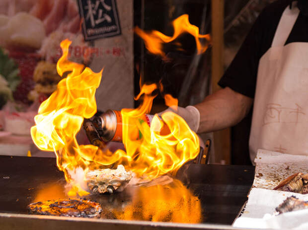 ЧП во время кулинарного шоу: на девушке загорелась одежда