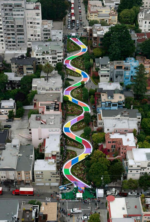 Прогулка по самой кривой улице в мире