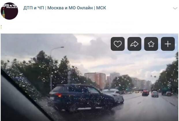 На Коровинском произошло ДТП с такси