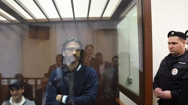 Суд взыскал с экс-министра Абызова и его подельников из Альфа-банка $126 миллионов