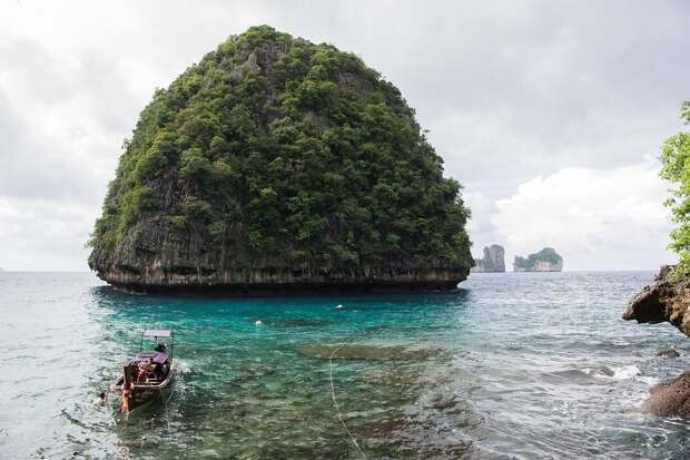 Таиланд начнёт брать деньги с иностранных туристов