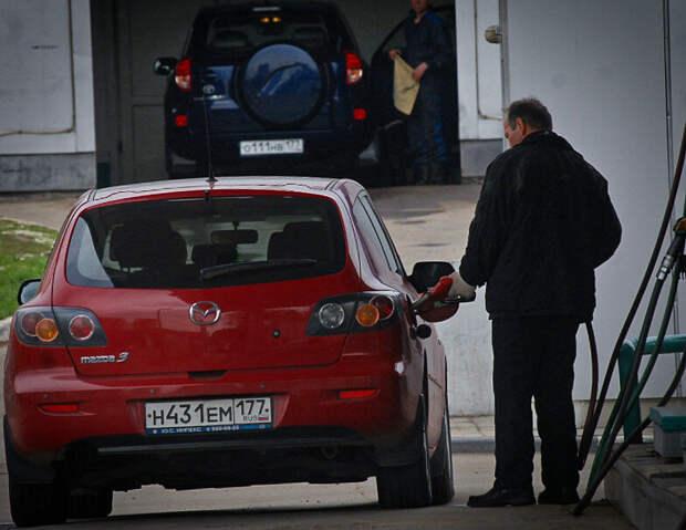 Преступники используют новый способ ограбления автовладельцев на АЗС и парковках магазинов, выманивая водителя