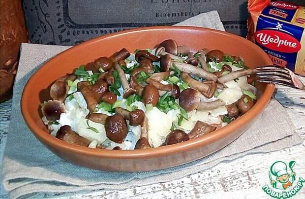 Картофель мятый со сметаной и грибами
