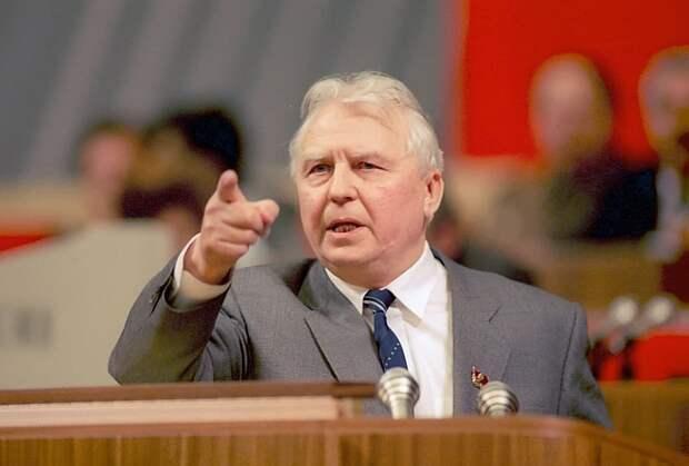 Геннадий Зюганов: Егор Лигачев  - пример для новых поколений политиков