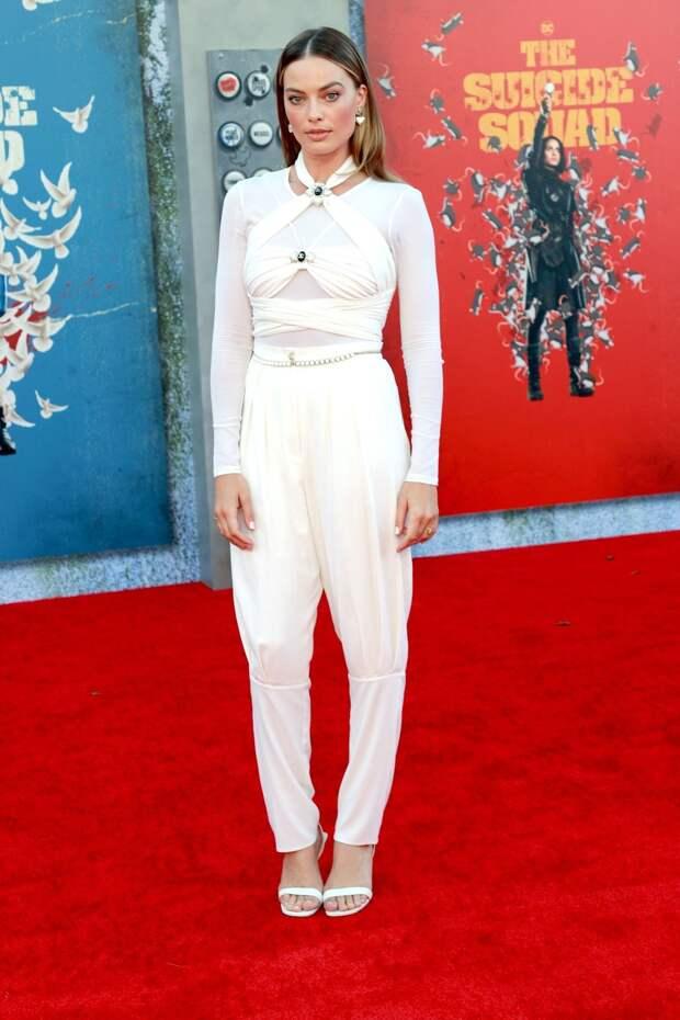Total-white снова в моде: Марго Робби и Рита Ора на премьере фильма «Отряд самоубийц»