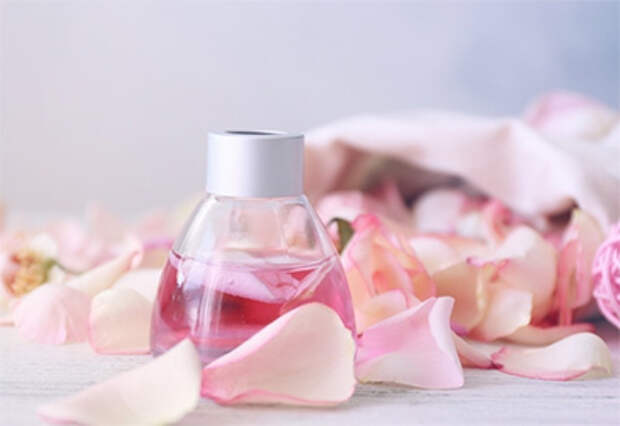 https://fmgroup.com.ua/wp-content/uploads/2019/05/perfumes1_2.jpg.pagespeed.ce.bX0hPpeUbj.jpg