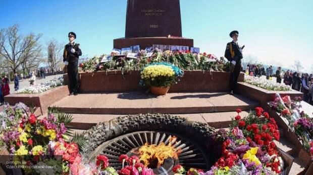 Избили за портрет Жукова: националисты издеваются над одесситами в День Победы