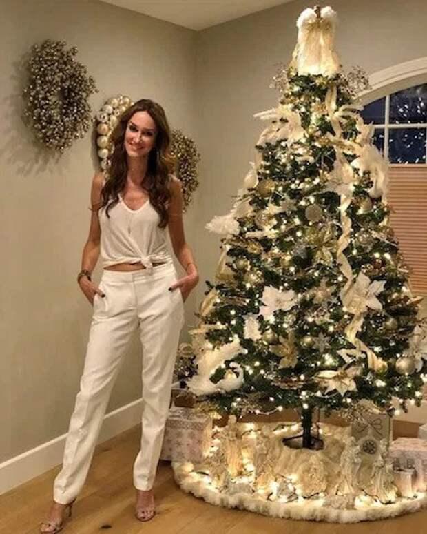 Новый год — круглый год! Американка наряжает елку к каждому празднику