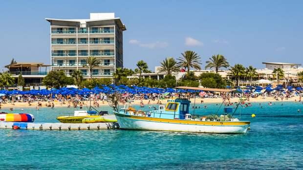 На Кипре открывают курорты для туристов с прививкой от коронавируса