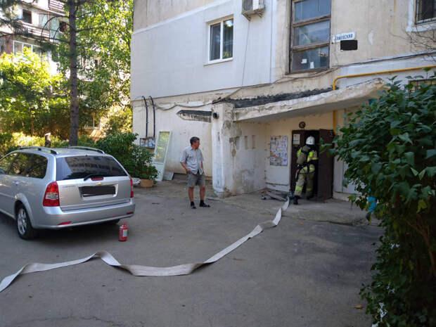 Из многоэтажки в Симферополе эвакуировали 12 человек