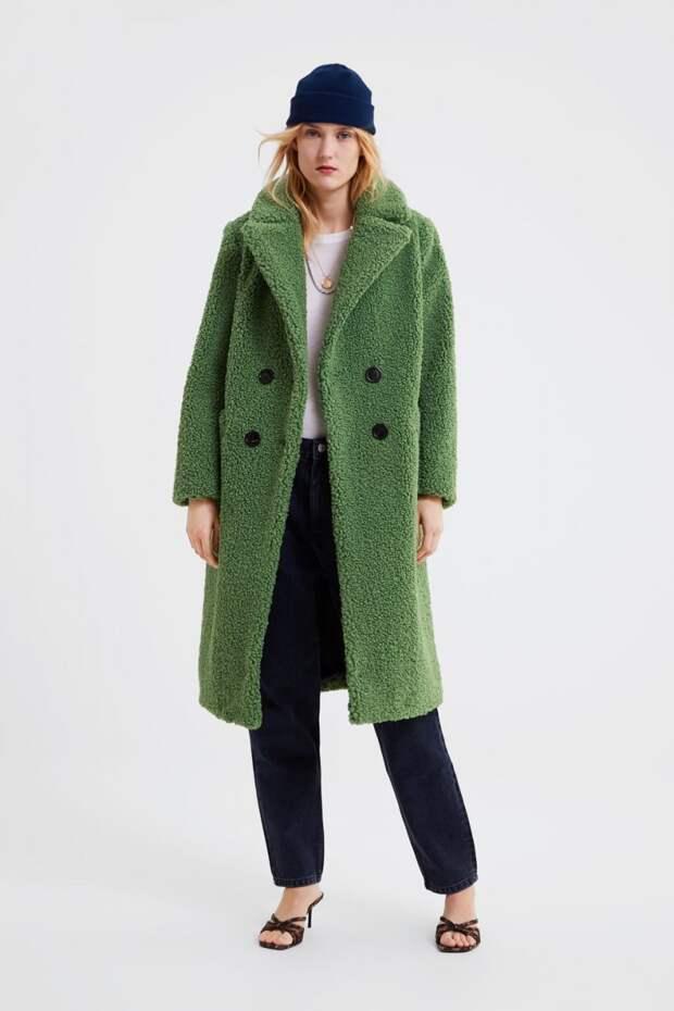 Модель в плюшевом пальто