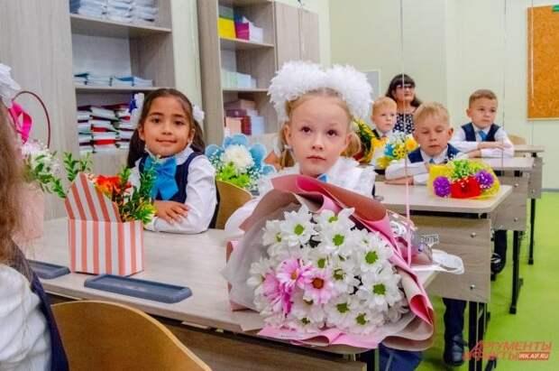 В Госдуму внесен проект о ежегодных выплатах на школьников