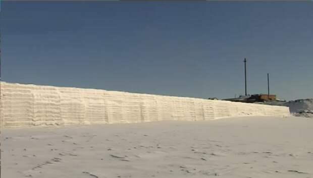 Рукотворный айсберг, или Как 2 человека создают на Таймыре ледовую дамбу для защиты флота и порта