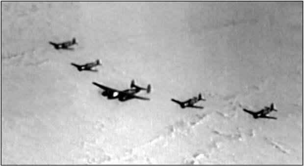 Перелет звена Ла-11 на льдину за лидером Ту-6.