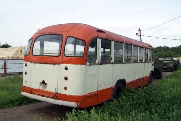 Ещё одна особенность 158 — его молдинги взаимозаменяемы с метровагонами серий Е и сравнительно современными ''номерными'' 81-71* ЗИЛ-158В, авто, автобус, зил, лиаз, олдтаймер, реставрация, рето автобус