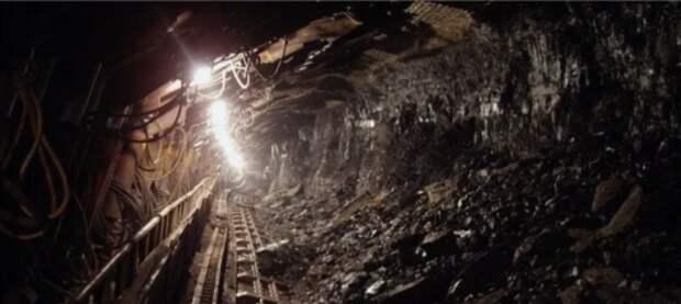 В подконтрольной Киеву Луганской области из-за долгов по зарплате шахтеры не поднимаются из лавы на поверхность