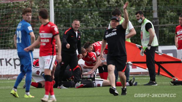 Футболиста «Спартака-2» увезли наскорой после попадания мяча влицо