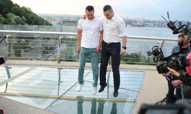 Допрыгались: что случилось со скандальным мостом из стекла в Киеве