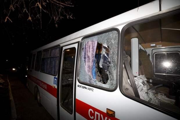 5 фактов о том, как в Украине забросали камнями автобус с эвакуированными из Уханя