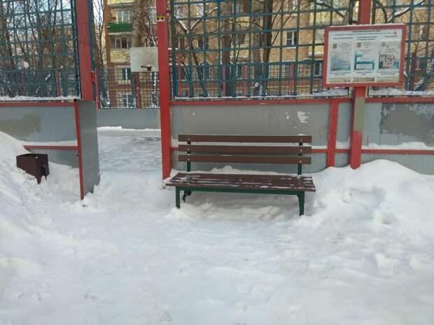 В Южнопортовом проверили состояние льда на дворовых катках