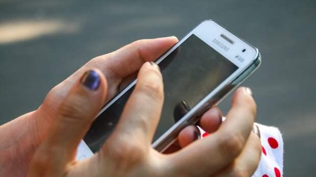 Названы пять главных опасностей похода в уборную с телефоном