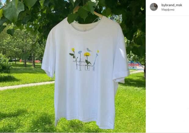 Фото дня: в Марфине футболка «вышла» на прогулку