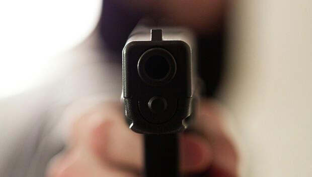 Москвич с пистолетом отнял телефон у женщины в Подольске