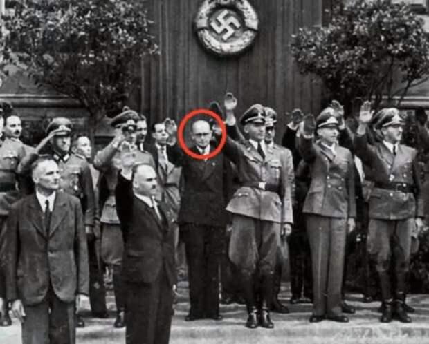 В этом году киевляне отметят юбилей изображенного на фото Кубийовича и прочих нацистских убийц