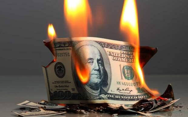 «Зеленые бумажки США» больше не интересны миру: Россия и ЕС отказываются от доллара