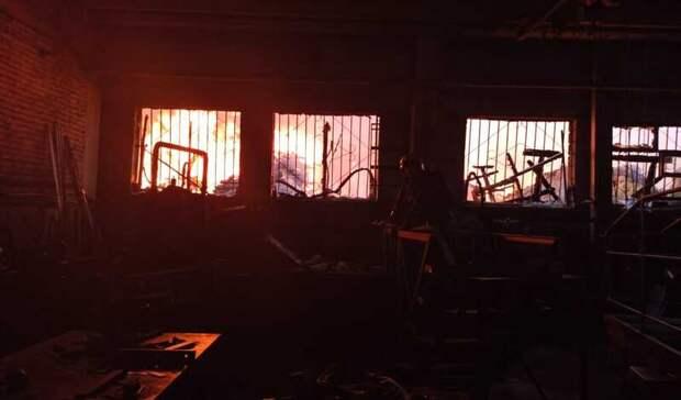 Пилорама и сады на площади 1,5 тысячи квадратных метра загорелись в Екатеринбурге
