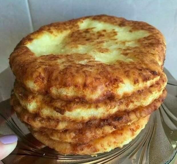 Быстрый рецепт вкусных сырных лепешек за 15 минут