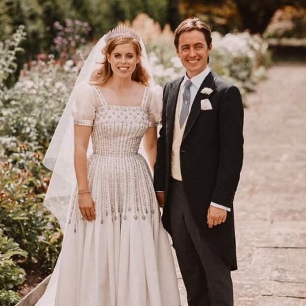 Муж беременной принцессы Беатрис трогательно поздравил ее с годовщиной свадьбы