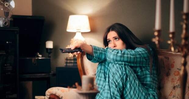 10 причин, почему «запойный» просмотр сериалов нас медленно убивает