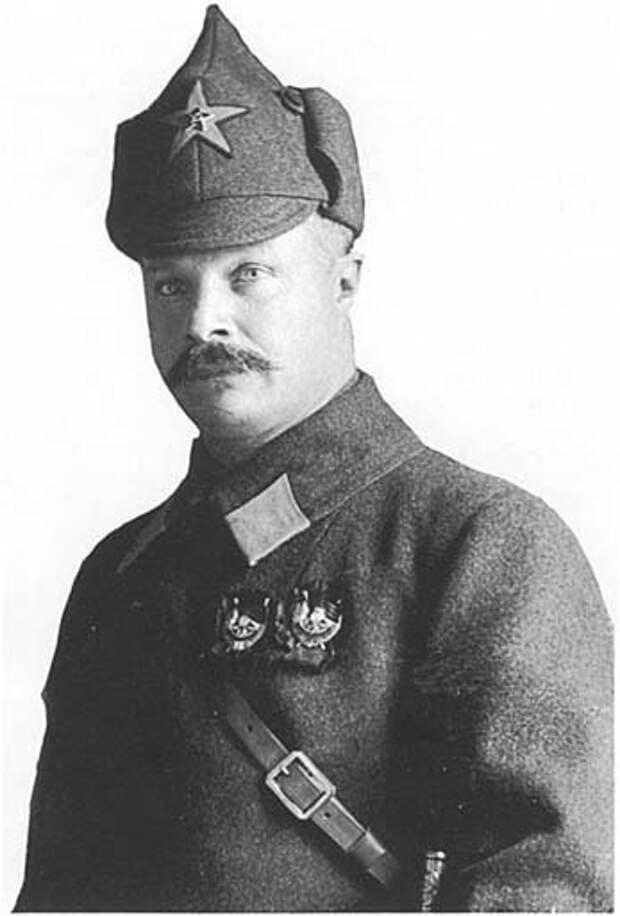 Михаил Васильевич Фрунзе в будёновке