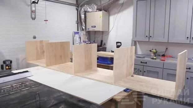 Классная идея для маленьких квартир: тахта с выдвижными ящиками