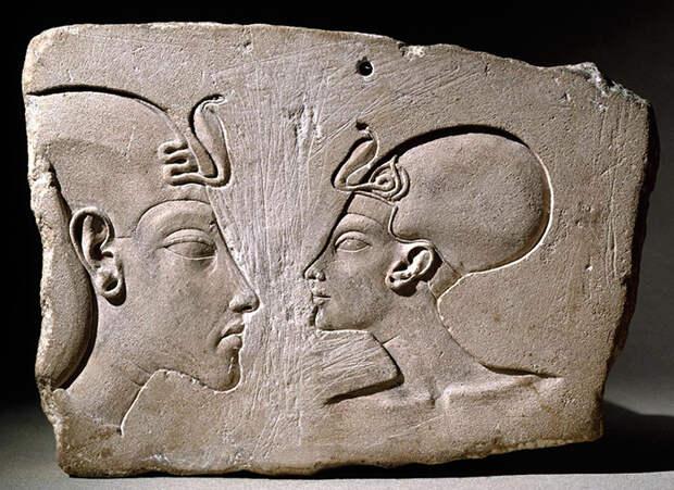 Как супруг Нефертити боролся с богами, традиционной ролью фараона и каноном в искусстве: 20 лет бунт