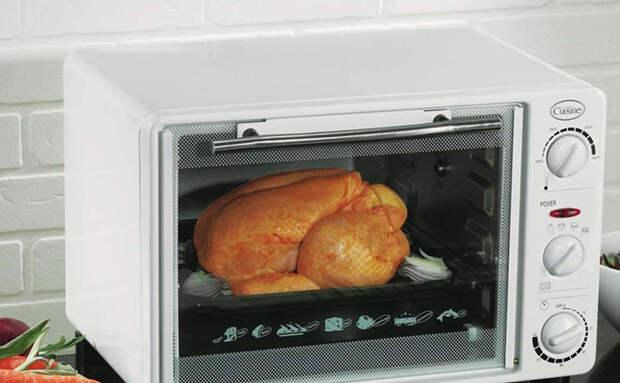Золотистую хрустящую курицу можно приготовить за 35 минут в микроволновке: показываем