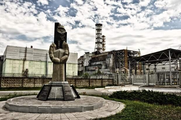 Мнение о дизайн-коде в Ижевске, пожары в зоне отчуждения Чернобыльской АЭС и отмена праздничного салюта в Москве: что произошло минувшей ночью