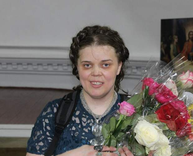 Женщина-инвалид Лиза Новикова, которая смогла пробиться на сцену и теперь у нее уже миллионы поклонников