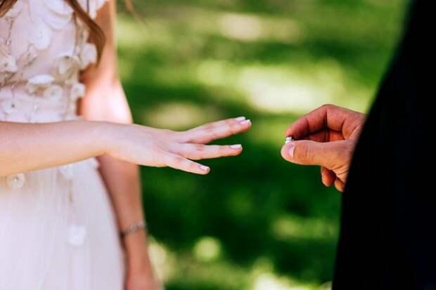 Ученые посчитали, сколько длится женская любовь