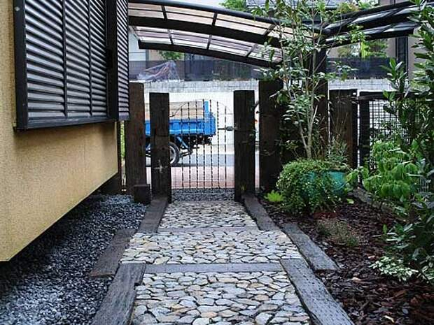 Как красиво скомбинировать покрытия для садовых дорожек