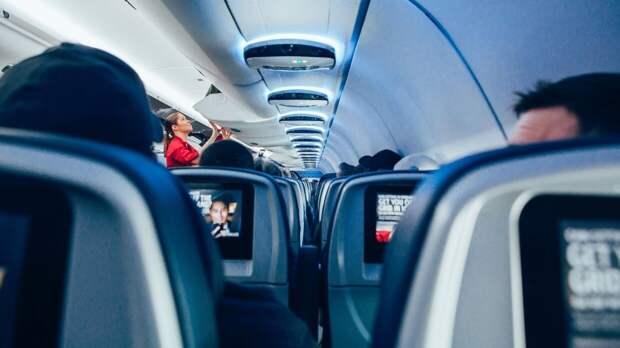 Летевший в Москву самолет вернулся в Оренбург из-за технической неисправности