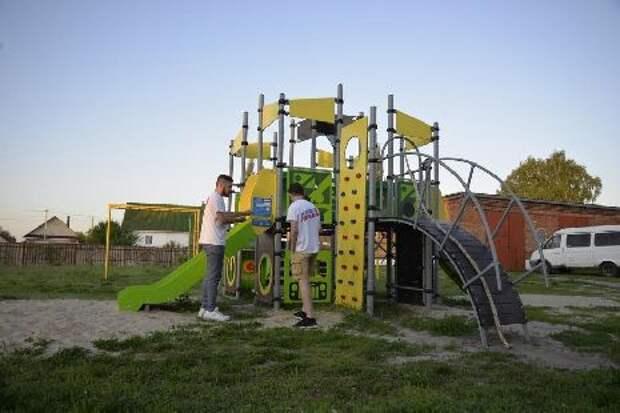В одном из сёл Рассказовского района оборудовали детскую и спортивную площадки