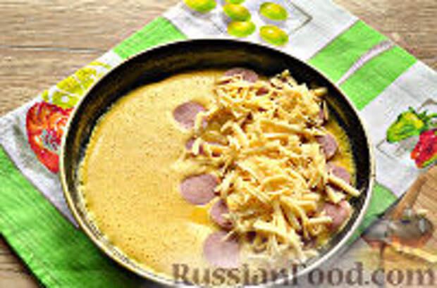 Фото приготовления рецепта: Бризоль с сосиской и сыром - шаг №9