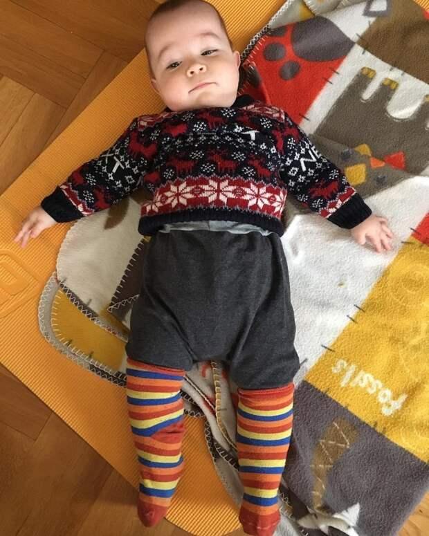 Не хотите покупать своему малышу новые носки? Просто используйте свои собственные Лайфхак, дети, идея, отец, папа, совет, хитрости