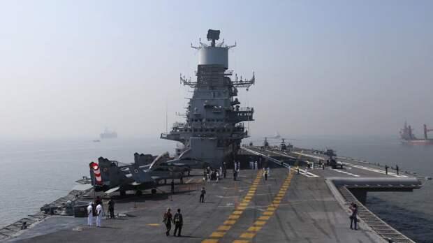 молеты МИГ-29К ВМС Индии на палубе авианосцаВикрамадитья
