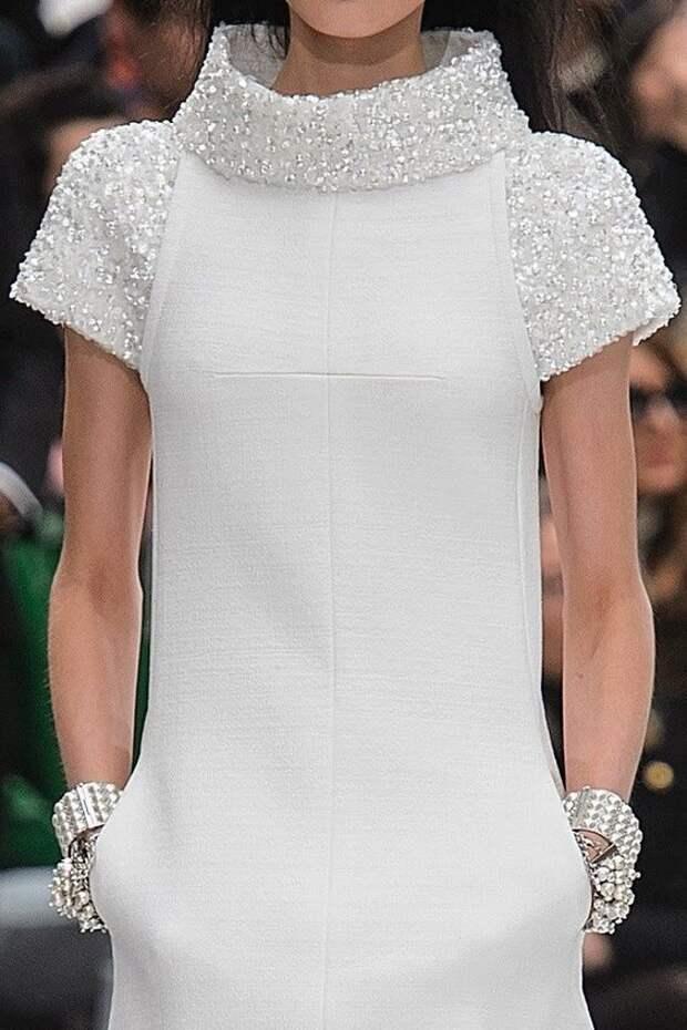 Платья в стиле Chanel: подборка классических фасонов