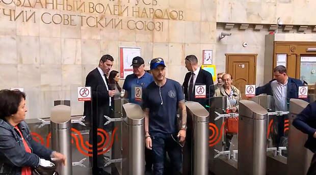 Голливудские звезды в московском метро (ФОТО)