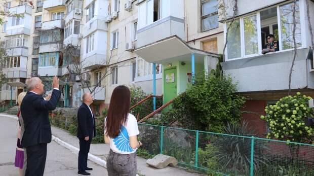 В Феодосии у дома ветерана был высажен «Палисадник Победы»